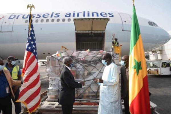 """Don des États-Unis à l'État du Sénégal :  La Réception de 151.200 doses de """"Johnson& Johnson"""" par Diouf Sarr"""