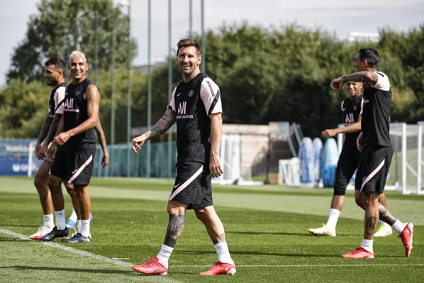 Les photos du premier entraînement de Leo Messi au PSG