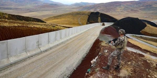 Deux pays érigent leurs murs pour bloquer les Afghans
