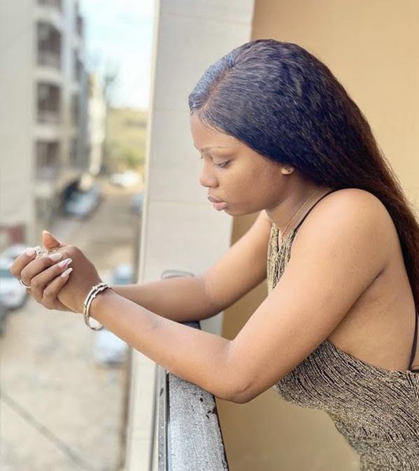 Dieyna Baldé jette ses téléphones dans le canal de Ngor