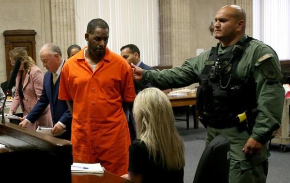 Etats-Unis : Le chanteur R.Kelly risque la prison à vie