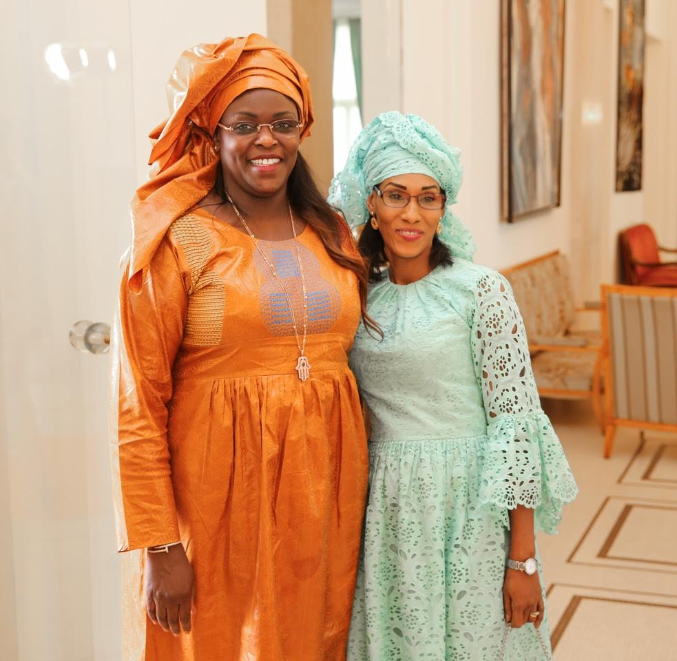 Marième Faye Sall avec la première dame de la Gambie