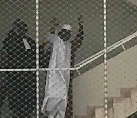 La photo de Khalifa Sall en route vers la prison