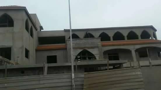 Guédiaway: le palais du maire alioune Sall en construction
