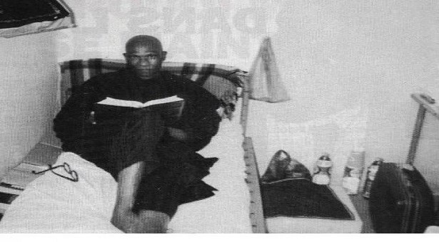 PHOTO SOUVENIR – Me Wade à Reubeuss dans sa cellule