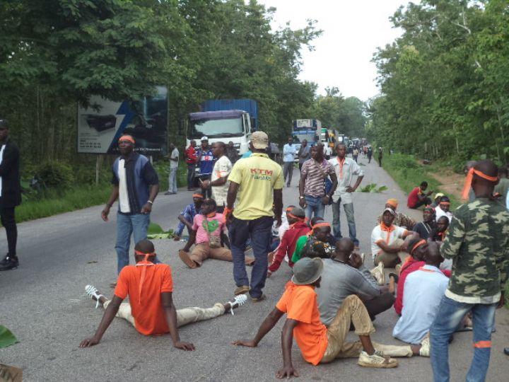 """Côte d'Ivoire: une centaine d'ex-rebelles """"démobilisés"""" bloquent l'accès à Bouaké"""