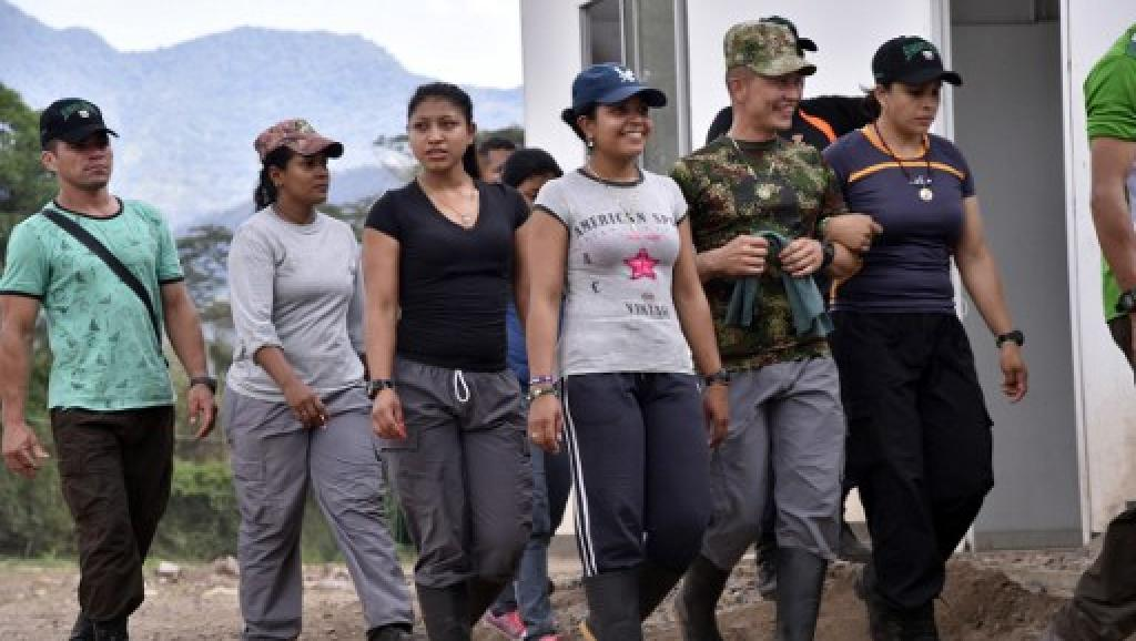 Colombie: douze premiers combattants des FARC réintégrés à la vie civile
