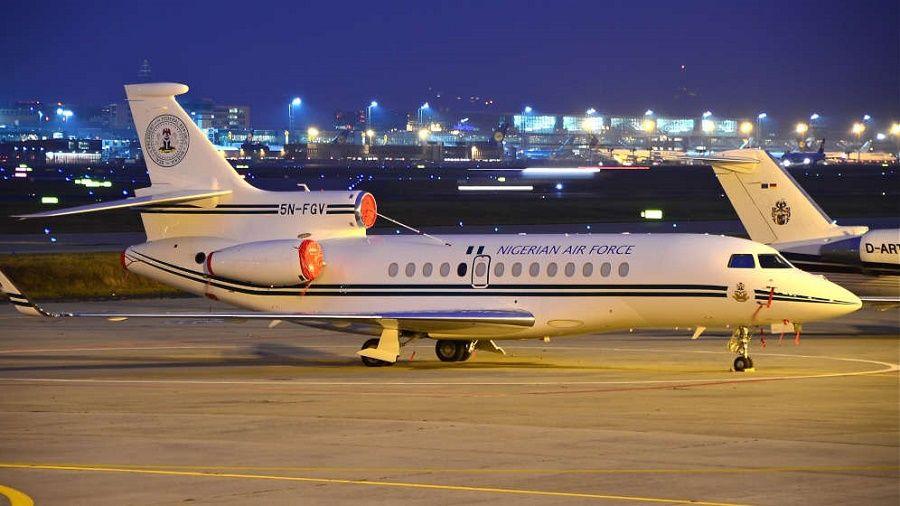 Nigéria : l'avion de Buhari à Londres fait débat