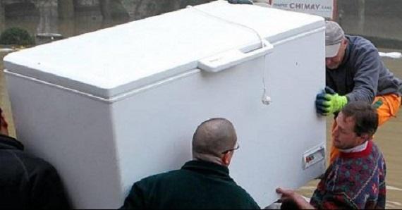 Vidéo: Pendant huit ans, il a caché le corps de sa femme dans un réfrigérateur