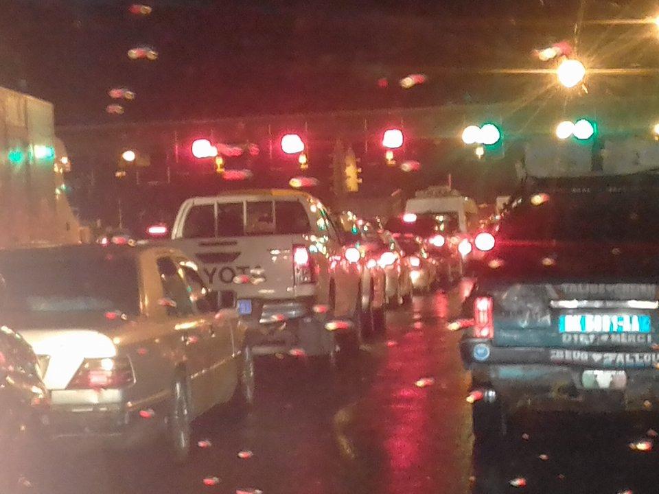 Urgent: les machines de l'autoroute à péage tombent en panne et créent un grand embouteillage