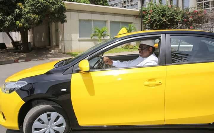 Le Président Macky Sall à bord d'un taxi à Dakar !