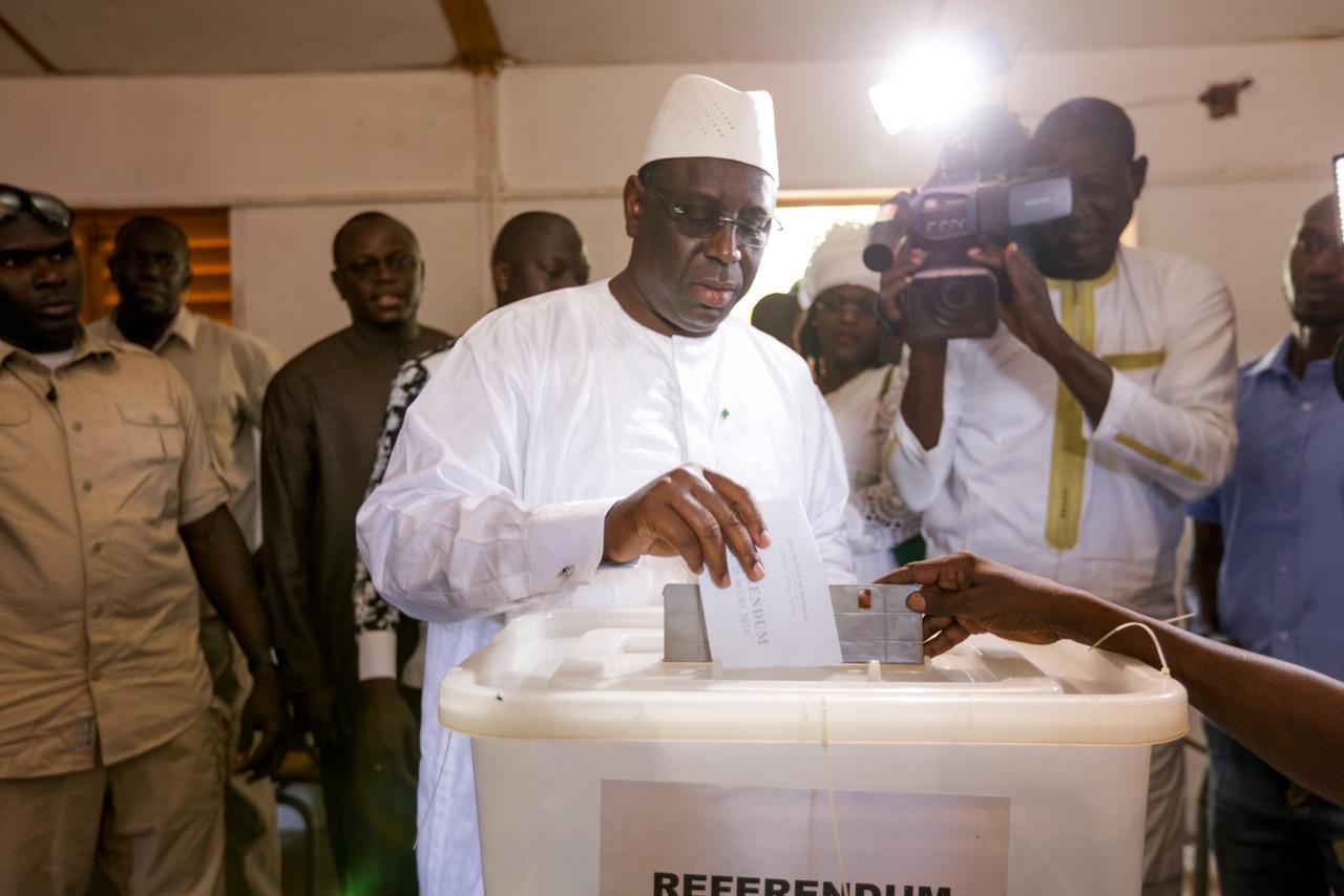 Fatick: le président Macky Sall vote et ignore les couacs