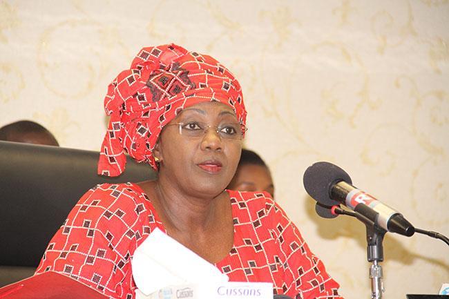 Grand mère Aminata Tall : un problème ne peut pas être une solution !