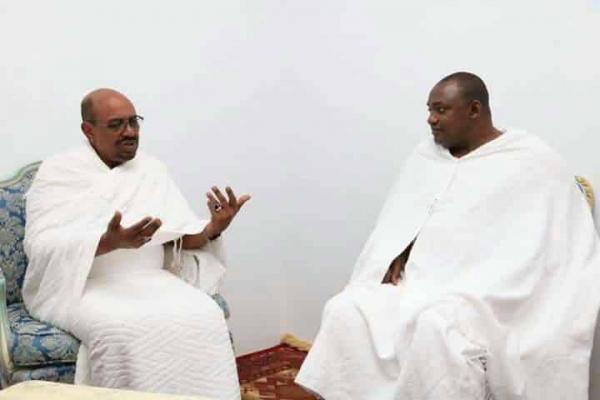En pèlerinage à la Mecque, Adama Barrow se fait un nouvel ami en la personne d'Omar El Béchir
