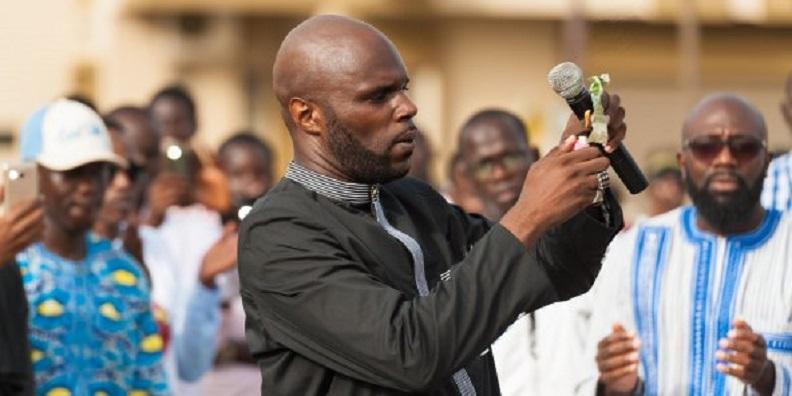 Expulsé du Sénégal dans la nuit, Kemi Seba est arrivé ce matin à Paris