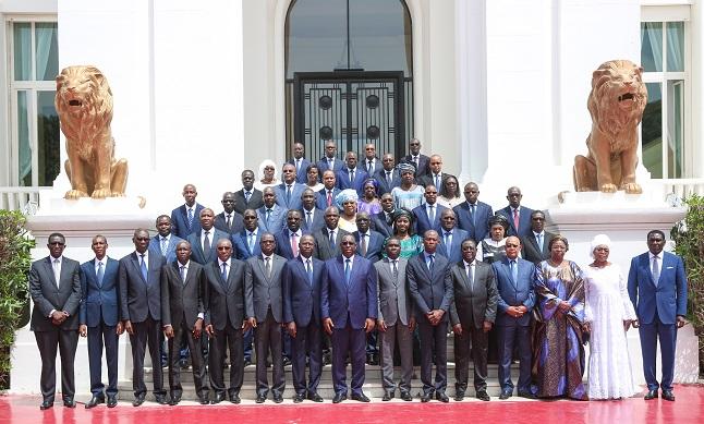 Voici la photo officielle du nouveau gouvernement