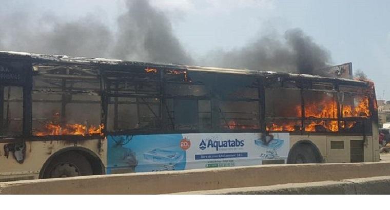 DAKAR: encore un bus de Dakar Dem Dikk brûlé par des jeunes....