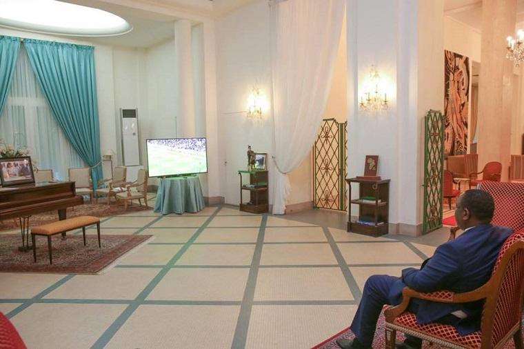 Macky Sall à 10m de l'écran, un signe de désintéressement !