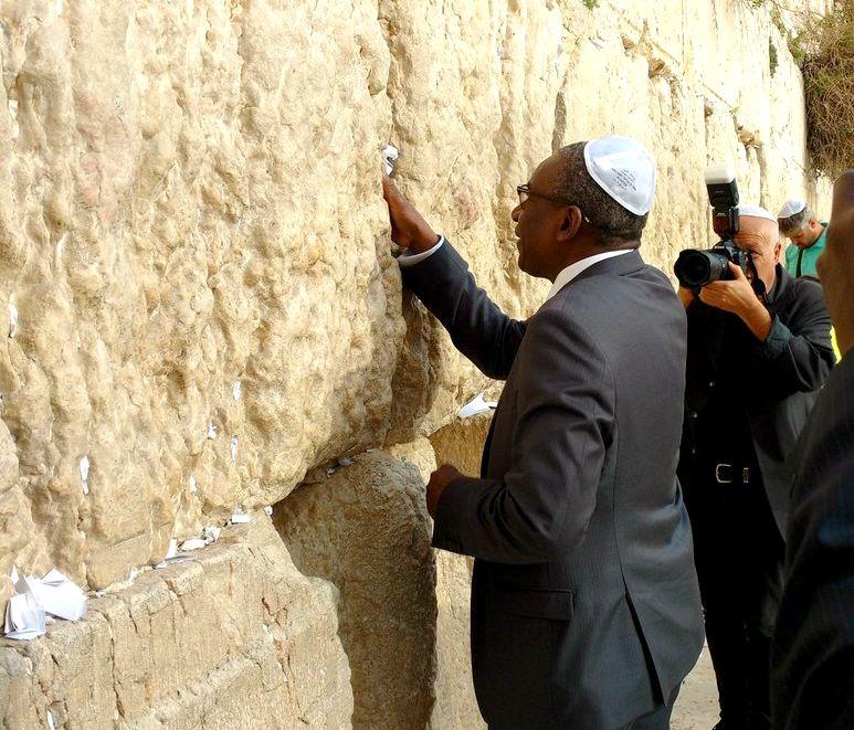 Vidéo: Un serpent est apparu sur le mur des Lamentations à Jérusalem. Fin du monde ?