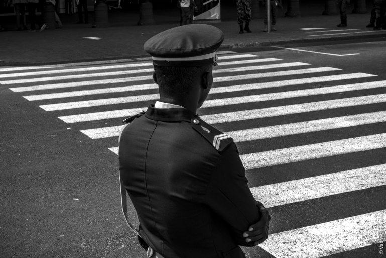 Honte à vous tous qui avez poursuivi votre campagne après la mort des gendarmes