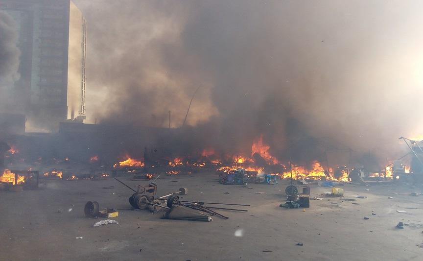 URGENT: Un violent incendie à la gare de Petersen de Dakar
