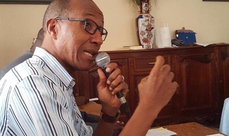 Utilisation des véhicules administratifs : Abdoul Mbaye félicite Macky Sall et …regrette