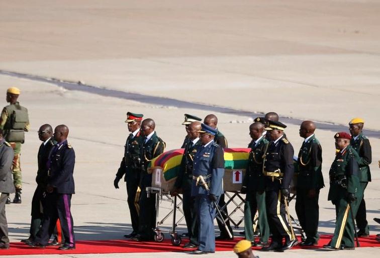 Zimbabwe: la dépouille de Mugabe est arrivée à Harare