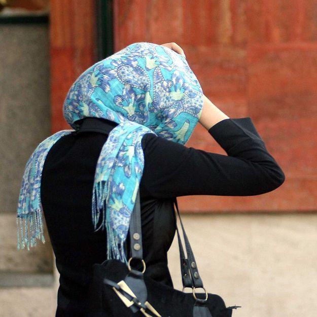 France: Une femme voilée poignardée en pleine rue