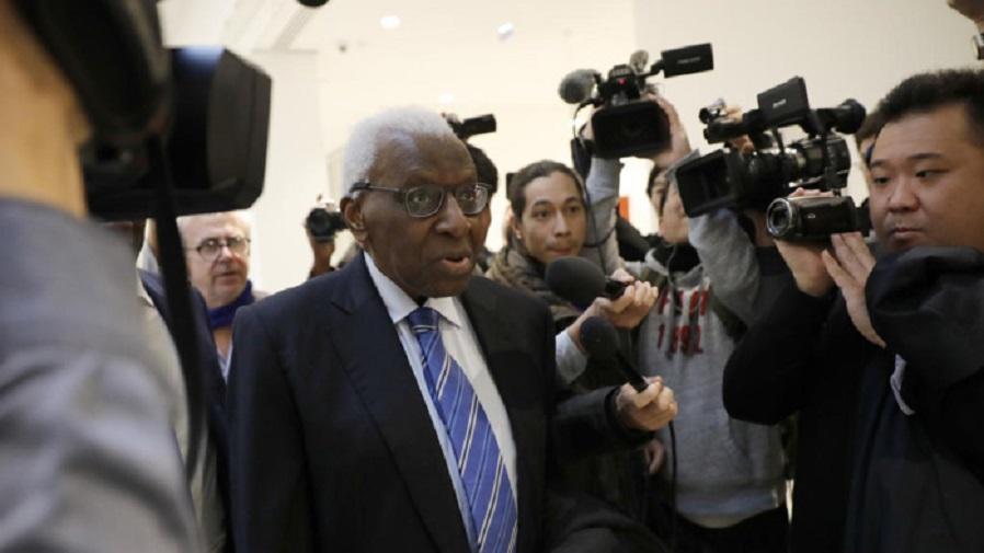 PARIS:  Le procès Diack renvoyé pour des problèmes de procédure