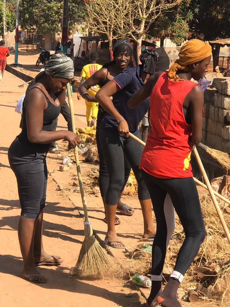 """Ziguinchor: Daouda Sow en compagnie de la jeunesse pour un """"Cleaning Day"""""""