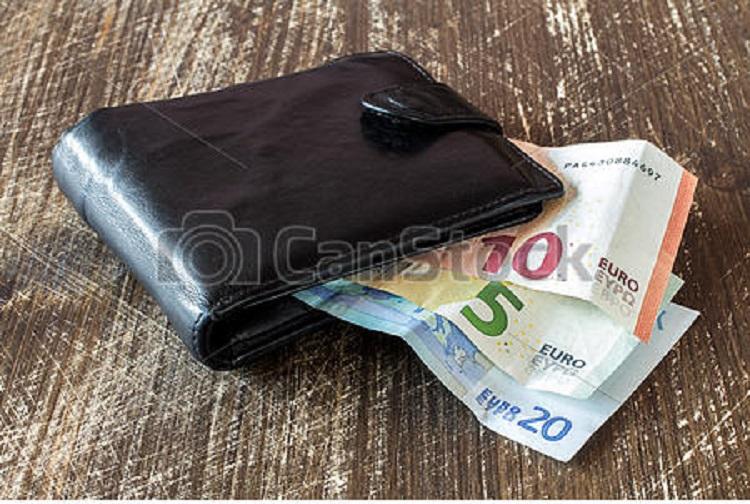Guinée : Un chauffeur ramasse un sac contenant plus de 170.000 euros et le rend à son propriétaire