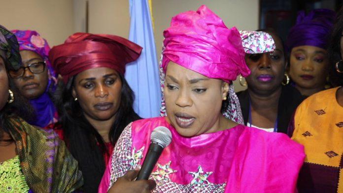 """Ndèye Saly Diop """"déchire"""" le décret d'interdiction et commande des véhicules pour 554 millions"""