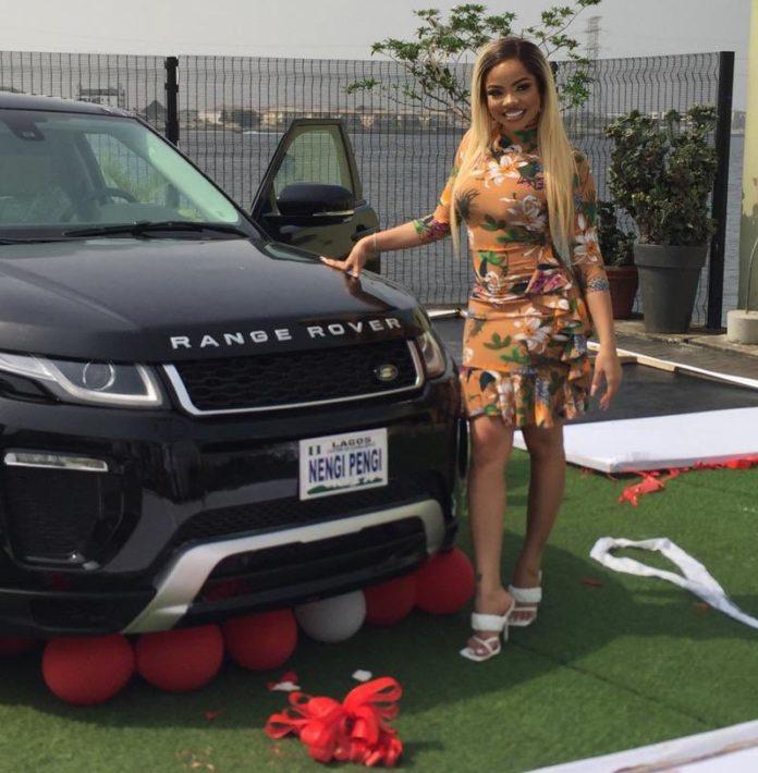 Nengi reçoit un cadeau de SUV Range Rover des fans