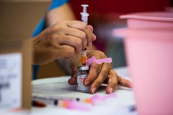 Plus de 330.000 doses du vaccin Moderna retirées en Californie après des réactions allergiques graves