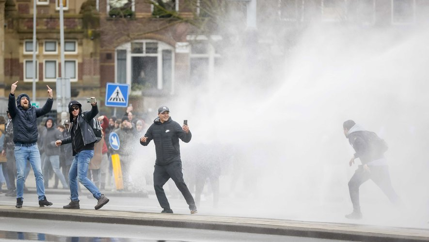 Pays-Bas : le ministre des Finances qualifie les émeutiers de « racailles »