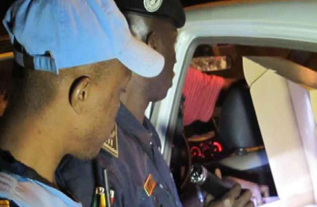 Un député surpris en pleins ébats sexuels: Il tente de corrompre un policier…