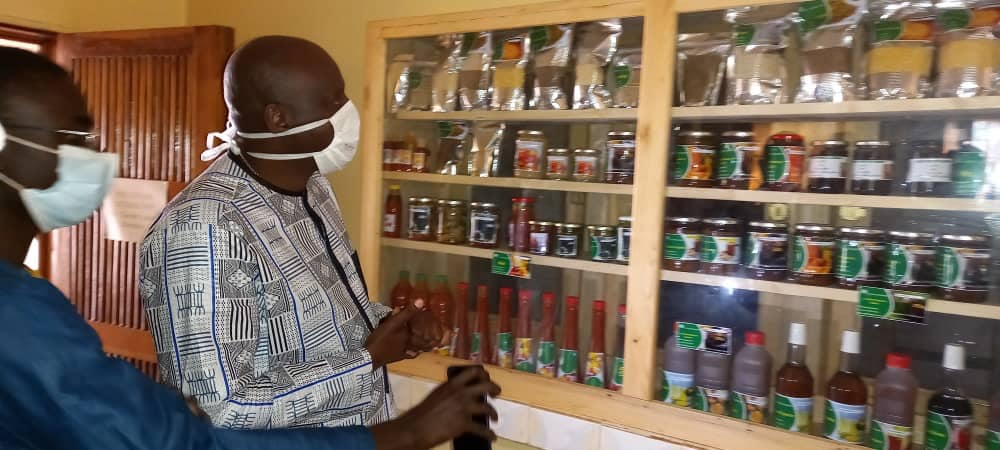 Ziguinchor : Le Ministre d'Etat Benoît Sambou visite une unité de transformation de fruits ,légumes, céréales...