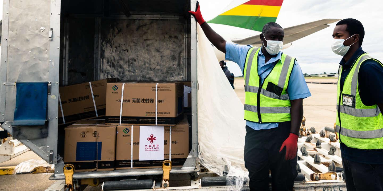 Covid-19 : le Zimbabwe reçoit 200 000 vaccins offerts par la Chine