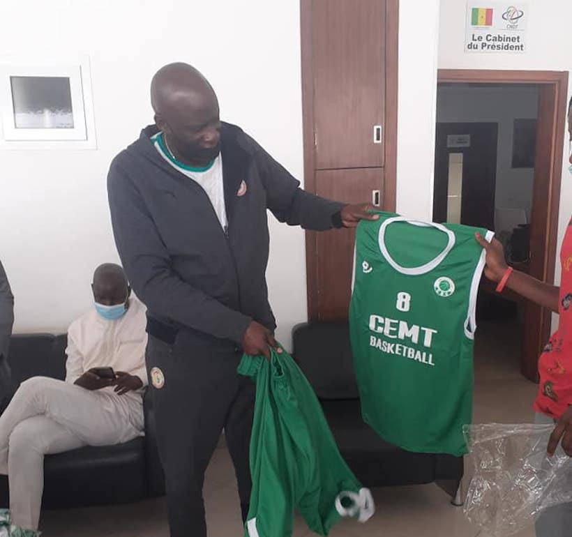 """Ziguinchor : Le président Benoit Sambou équipe """"CEMT Basket Club"""""""