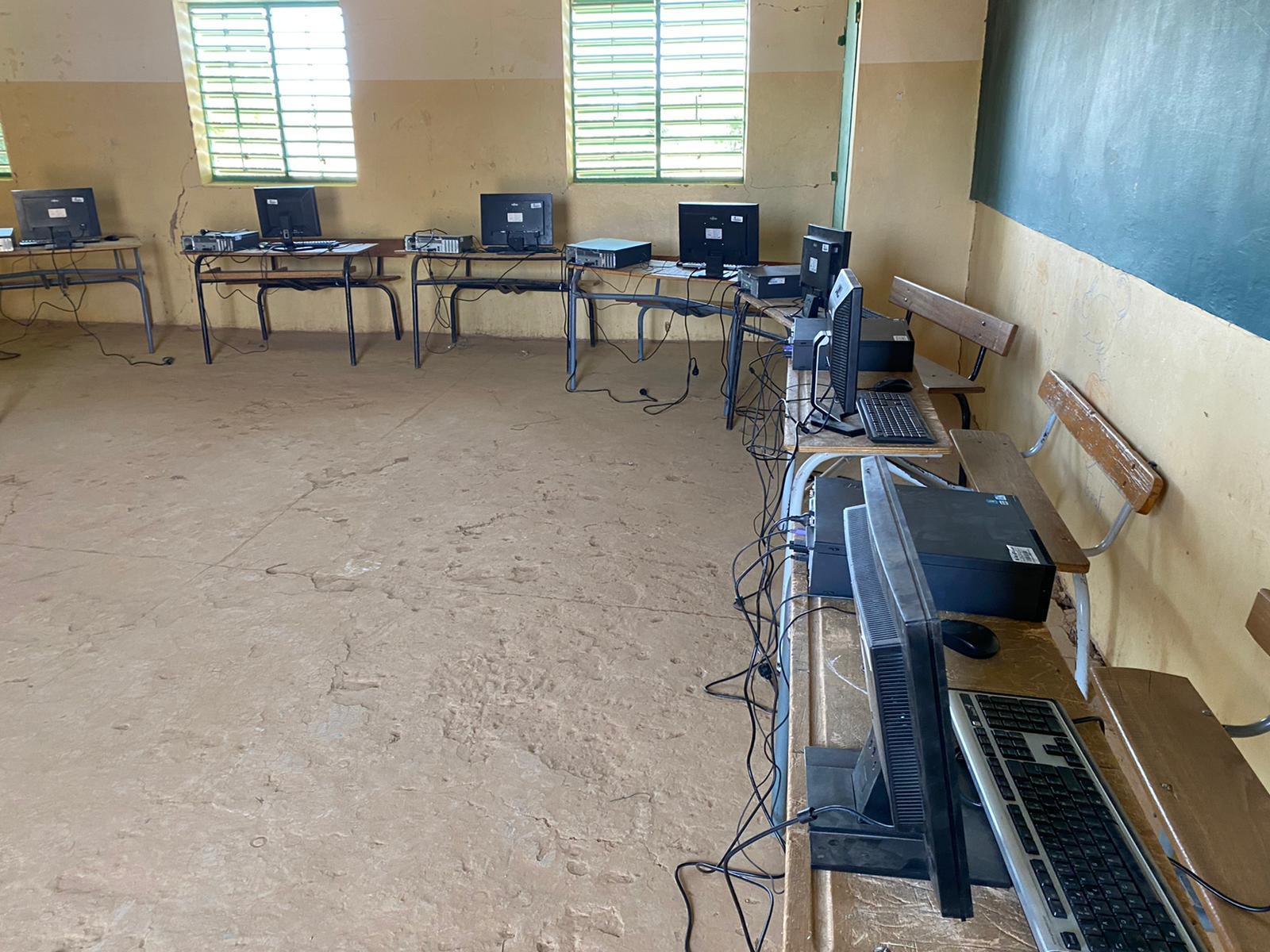 Fracture informatique : Le Collège Courbet de Trappes en France met Mboyo (Podor) à l'école du clic