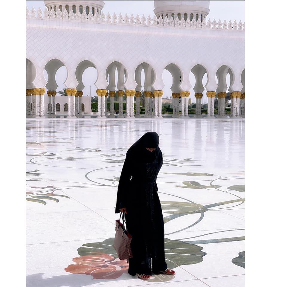Queen Biz visite une mosquée avec cette tenue et recolte des critiques (Photos)