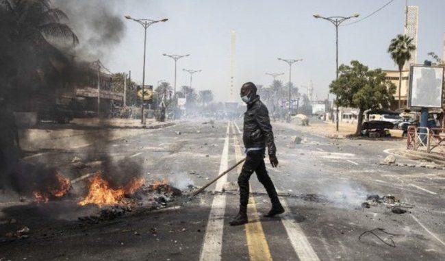 Dernière minute : Violents affrontements entre policiers et étudiants devant L'UCAD