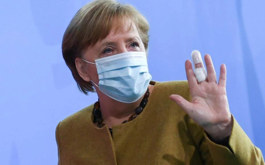 Covid-19: Angela Merkel a reçu une première dose de vaccin AstraZeneca
