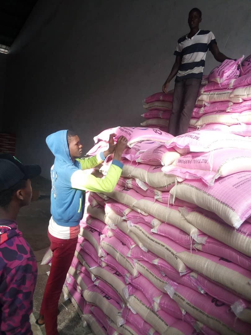 Ramadan 2021:  Fatoumata Niang BA, présidente UDESR octroie un important lot de denrées alimentaires aux populations de GRAND YOFF