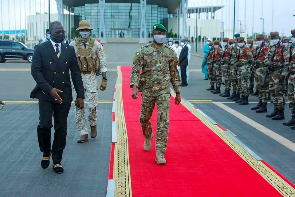 La Cédéao suspend le Mali de ses instances