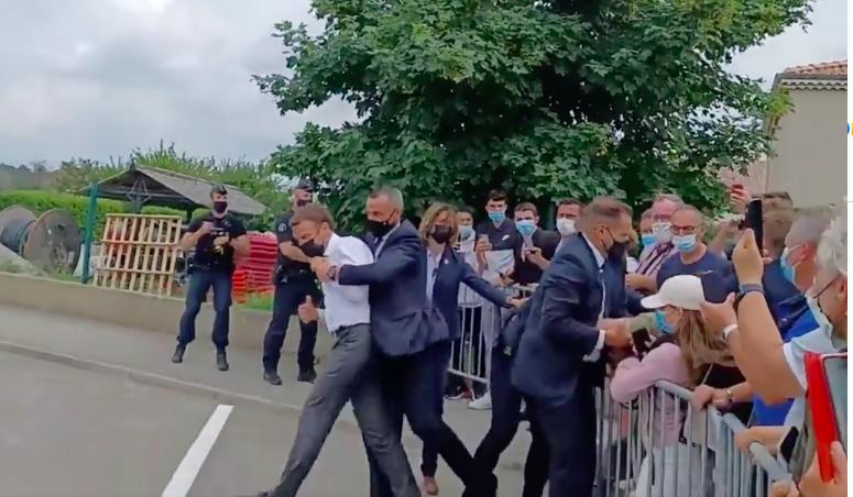 Une nouvelle image sur l'agression d'Emmanuel Macron (Vidéo)