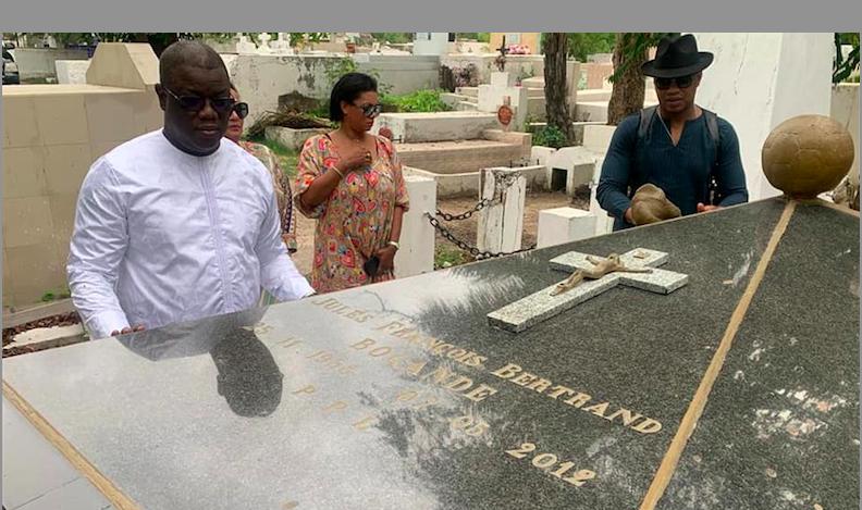 Émouvant recueillement d'Abdoulaye Baldé et d'El Hadji Diouf sur la tombe de Jules François Bocandé