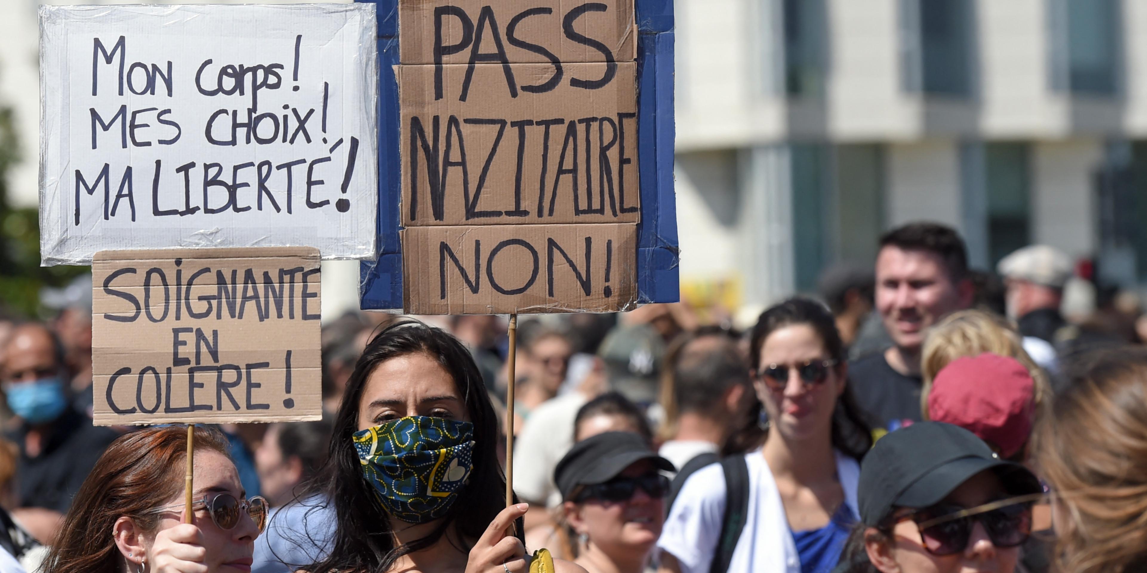 Rassemblements anti-mesures sanitaires: Près de 114 000 manifestants en France