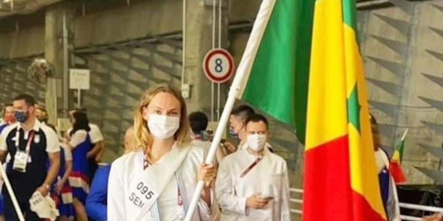 Jeux olympiques : quand une athlète blanche porte-drapeau du Sénégal fait le buzz