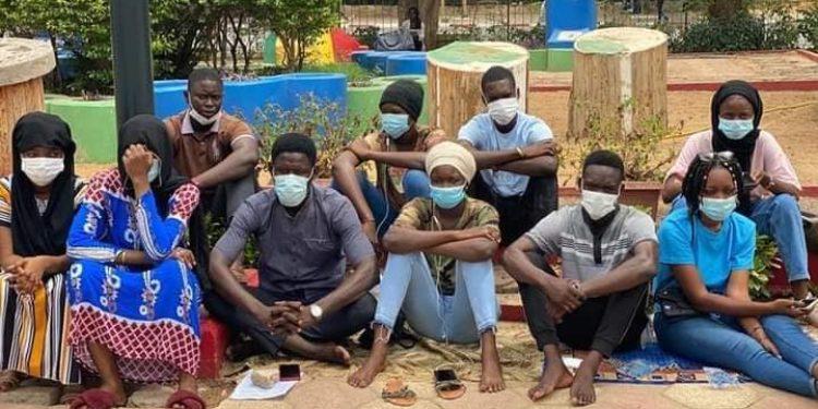 Les étudiants exclus mettent fin à leur grève de la faim